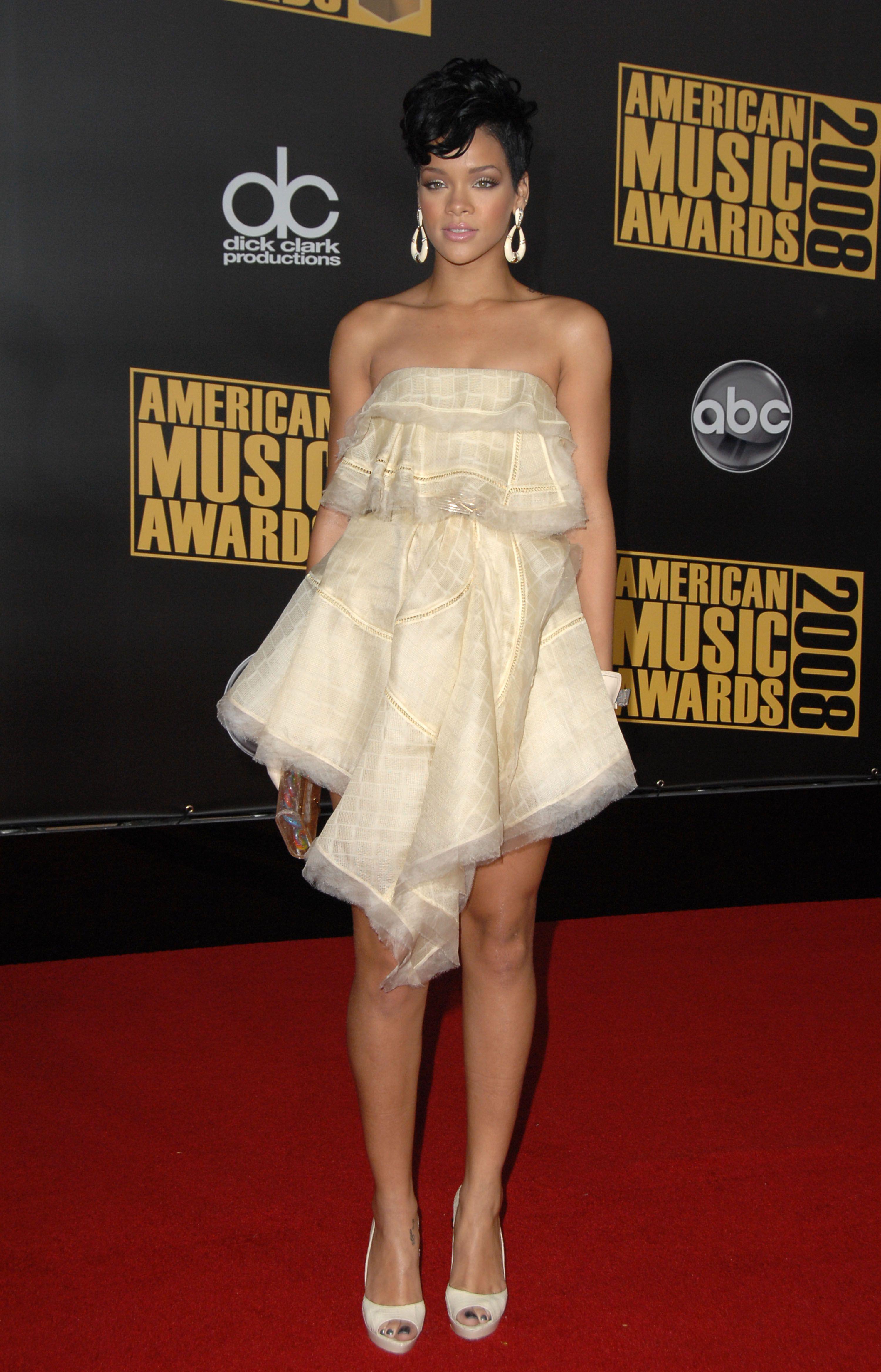 Rihanna in Zac Posen, 2008 American Music Awards | Red ...