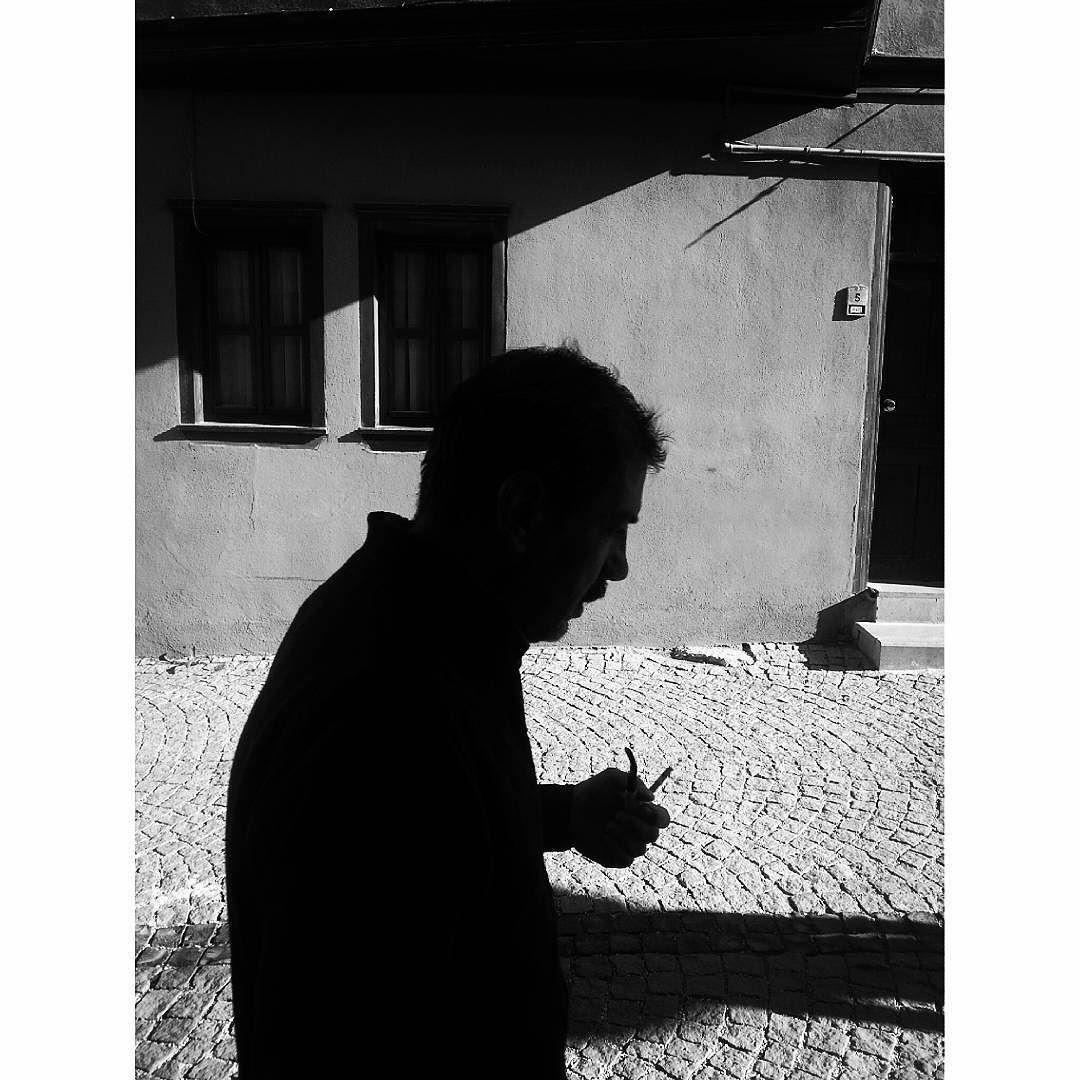 #outofphone #street #shadow #streetphotography #mobilphotography #streetart #architecture #magnumphotos #bw #noir #bw_street #silhouette #siyahbeyaz #anatolia#lensculture #top_bnw #blackandwhite #bnw_life #allblackcommunity #monochrome by serhattt.demir