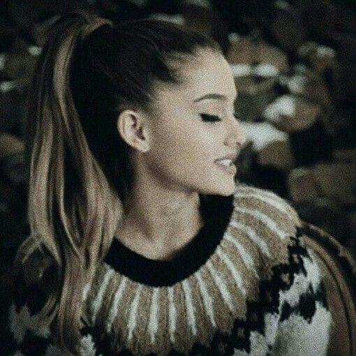 Segunda Foto Que Tengo De Ariana Grande En Mi Galeria Womens♥♥ Esta Tan Grande♥