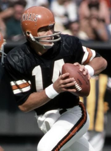 Ken Anderson Qb Bengals Wearing The Uniform Designed Back In 1968 When The Modern Team Star Bengals Football Nfl Football Players American Football League