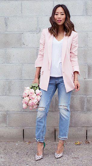 เสื้อเบลเซอร์สีชมพูอ่อน Rebecca Taylor, เสื้อยืดสีขาว AG Jeans, กางเกงยีนส์บอยเฟรนด์ Res Denim, รองเท้า Bionda