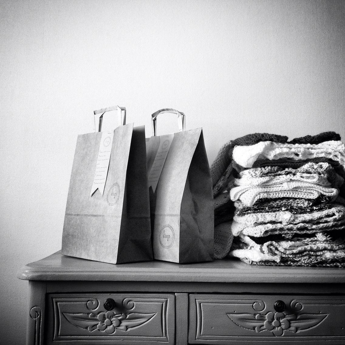 Chalequitos, chaquetas, zapatitos y gorritos para guaguas tejidos a mano | A pedido o entrega inmediata según disponibilidad | Mail: dingelanas@gmail.com | Instagram: DingeLanas | Facebook: Dinge | #dingelanas