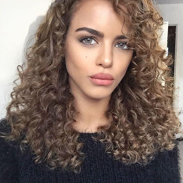Nada Adelle light brown curls