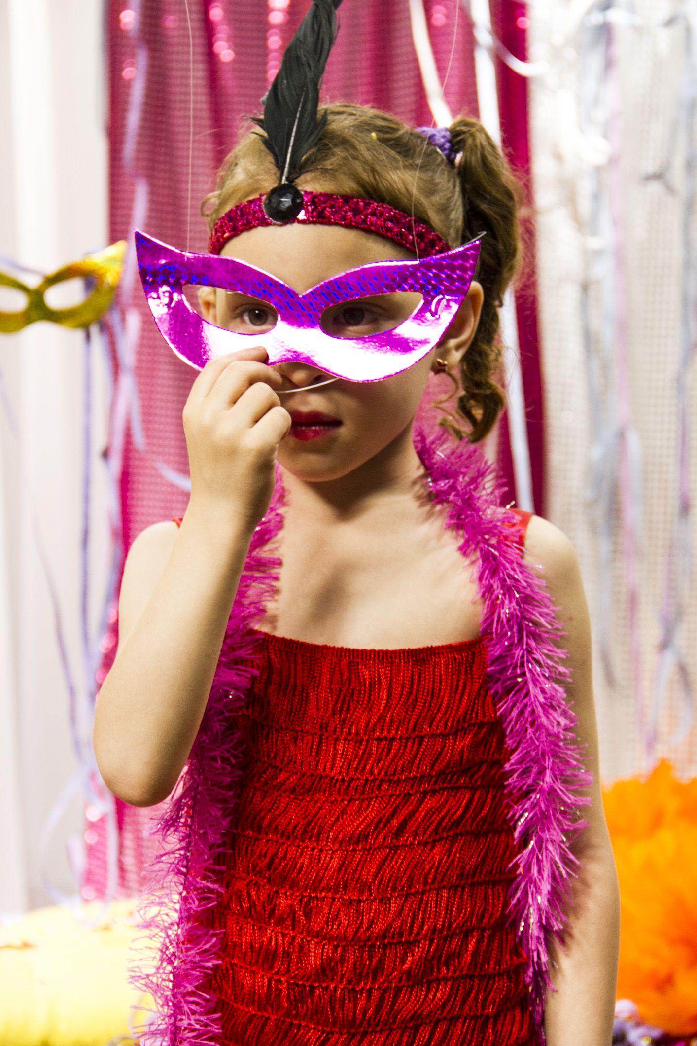 A eduK ensina a confeccionar esta linda fantasia de Carnaval para meninas!