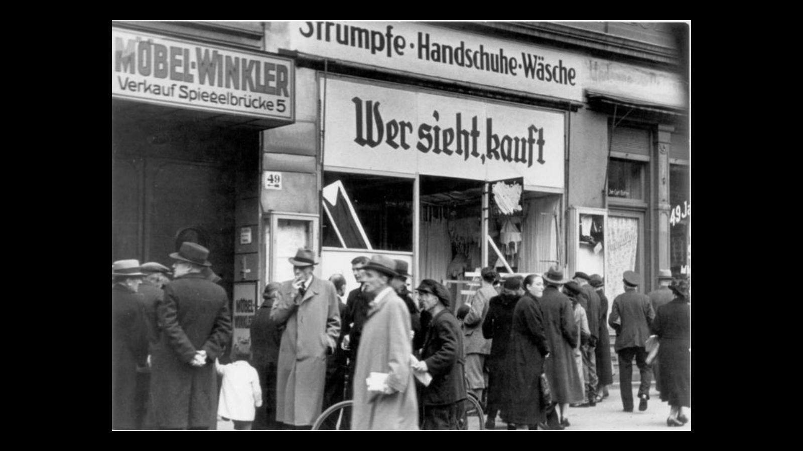 La población de Austria y Alemania amaneció el 10 de noviembre con muchos de los locales destruidos a manos de los esbirros de Hitler