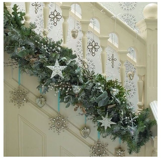 chloe 39 s inspiration christmas decoration for your staircase deco noel escaliers et no l. Black Bedroom Furniture Sets. Home Design Ideas