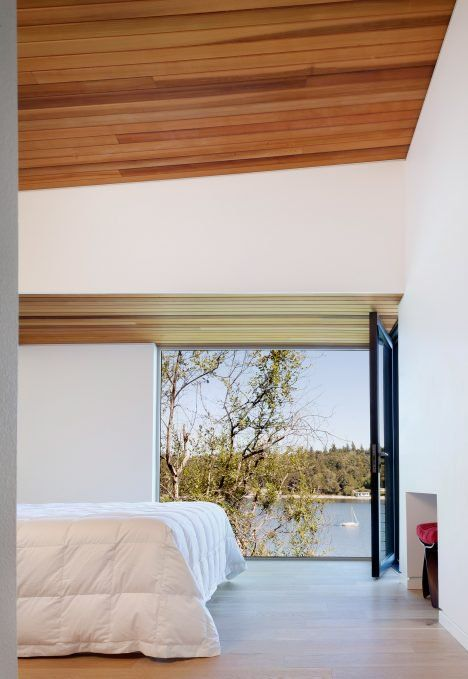 Design And Construction Firm First Lamp Architects Has Raised This Family Home Near Seattle Above A Nearby Body Of Water Dr With Images Waterfront Homes Home Cabin Design