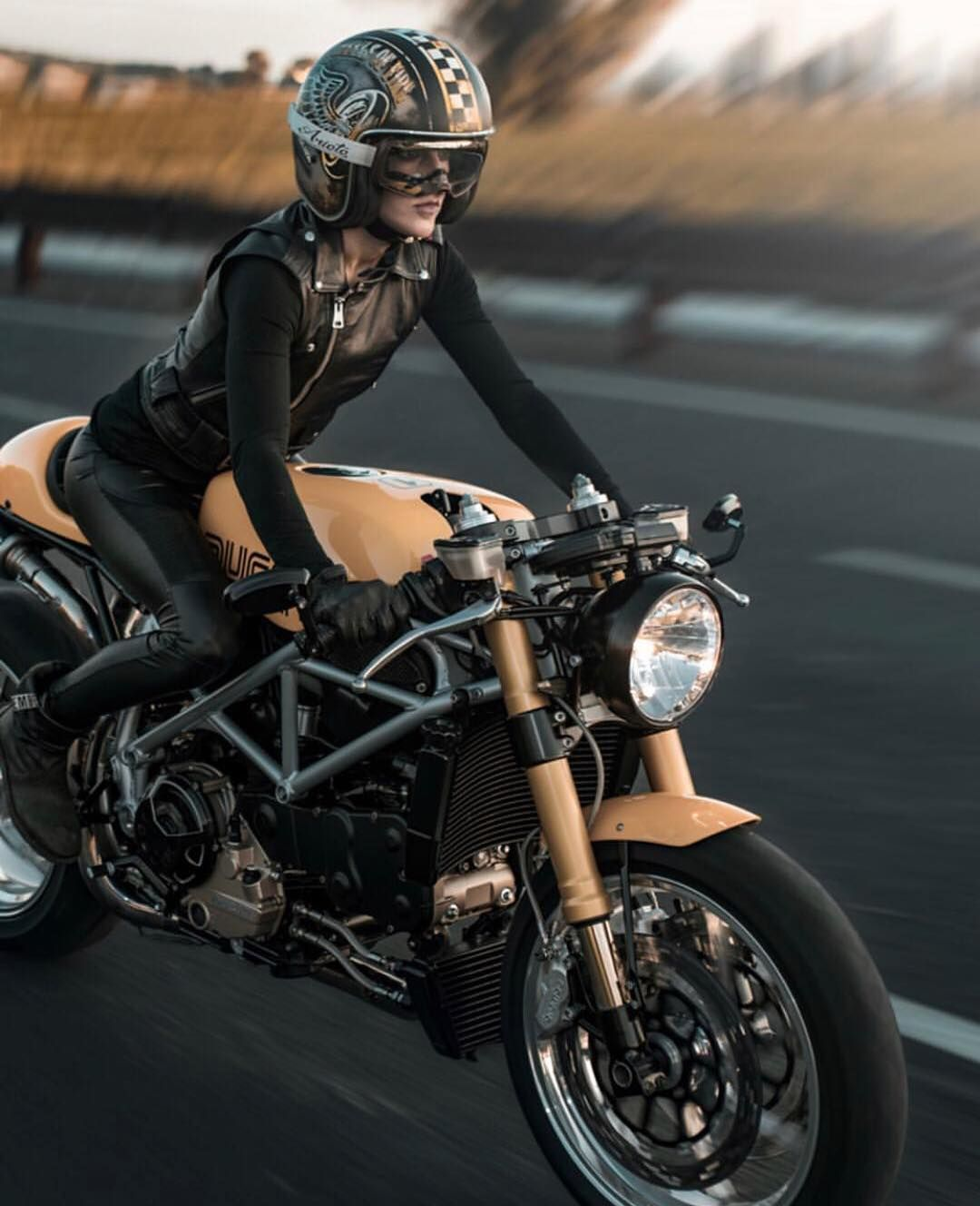 "Motonerd on Instagram: ""Ducati my Love . . . . . . . @motociclismomex @motorette.mx @revistamototurismo @revista_400 @revista_moto_oficial @queruedelarueda…"""