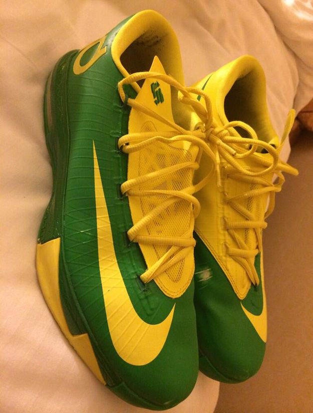 Nike KD VI Oregon Ducks PE for NCAA Tournament