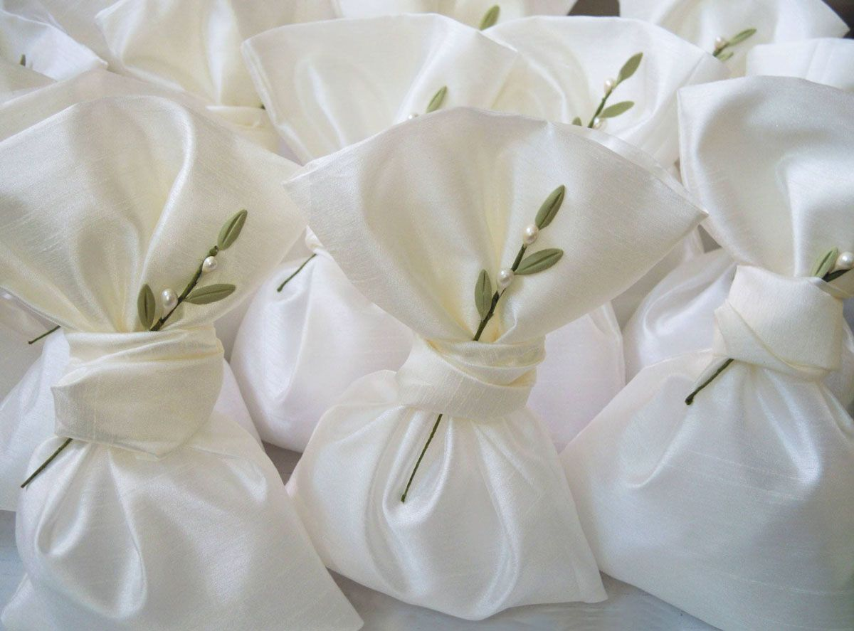 Wedding favor bags with handmade olive leaves pins! #weddings ...