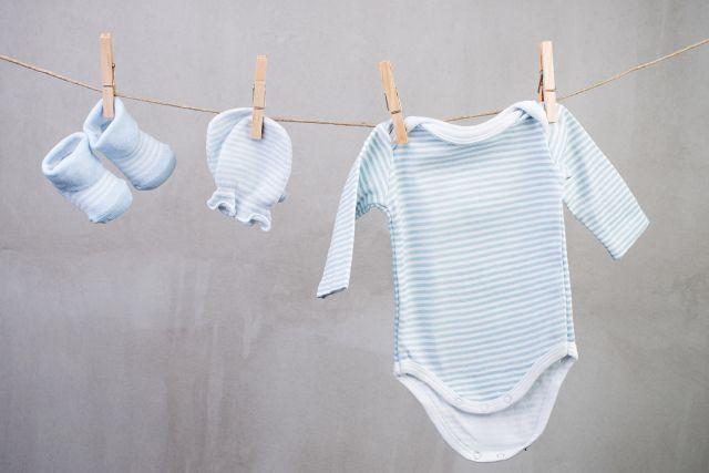 10 fa ons d 39 annoncer sa grossesse pinterest annoncer sa grossesse vetement de bebe et grossesse. Black Bedroom Furniture Sets. Home Design Ideas