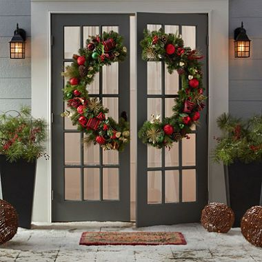 Member S Mark 48 Premium Decorated Gate Wreath Sam S Club Outdoor Christmas Wreaths Large Christmas Wreath Christmas Decorations