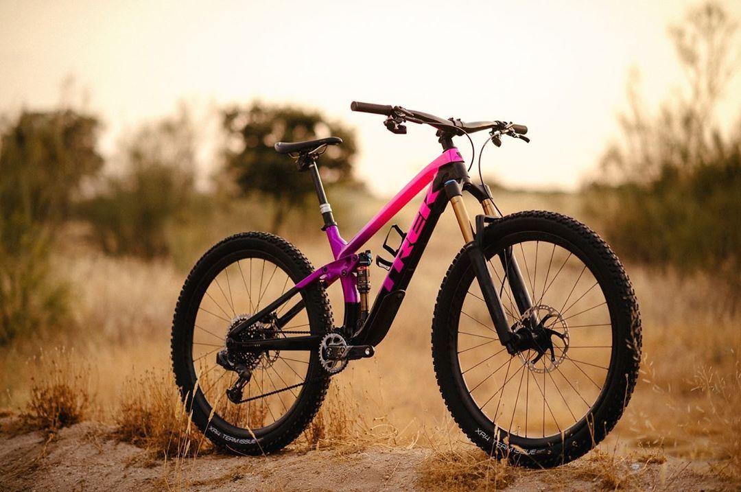 10 5 Mil Me Gusta 113 Comentarios Trek Bicycle Trekbikes En Instagram On Wednesdays We Ride Pink Shop Trek Bicycle Black Mountain Bike Trek Bikes