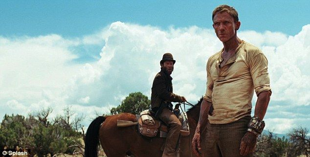 First Look Daniel Craig Is Shaken And Stirred By Intergalactic Enemies In Cowboys Aliens Cowboys Aliens Daniel Craig Harrison Ford