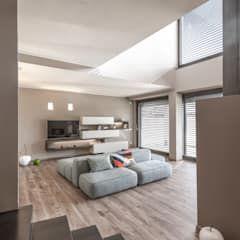 Photo of Progettazione e realizzazione villa moderna soggiorno moderno di arch. paolo bussi moderno | homify