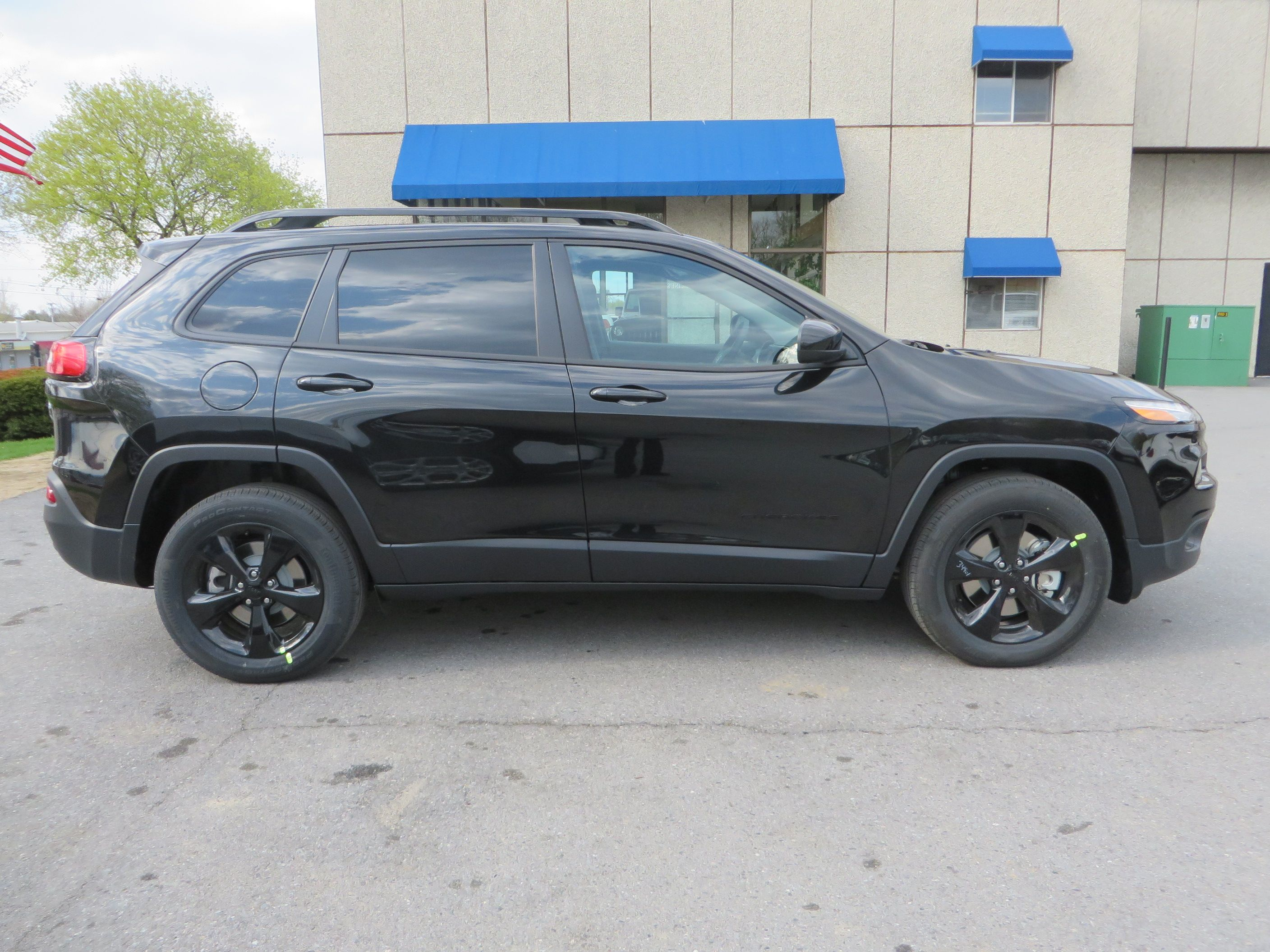 explained autoevolution jeep trailhawk on and news selec limited terrain switch current s portfolio cherokee systems awd
