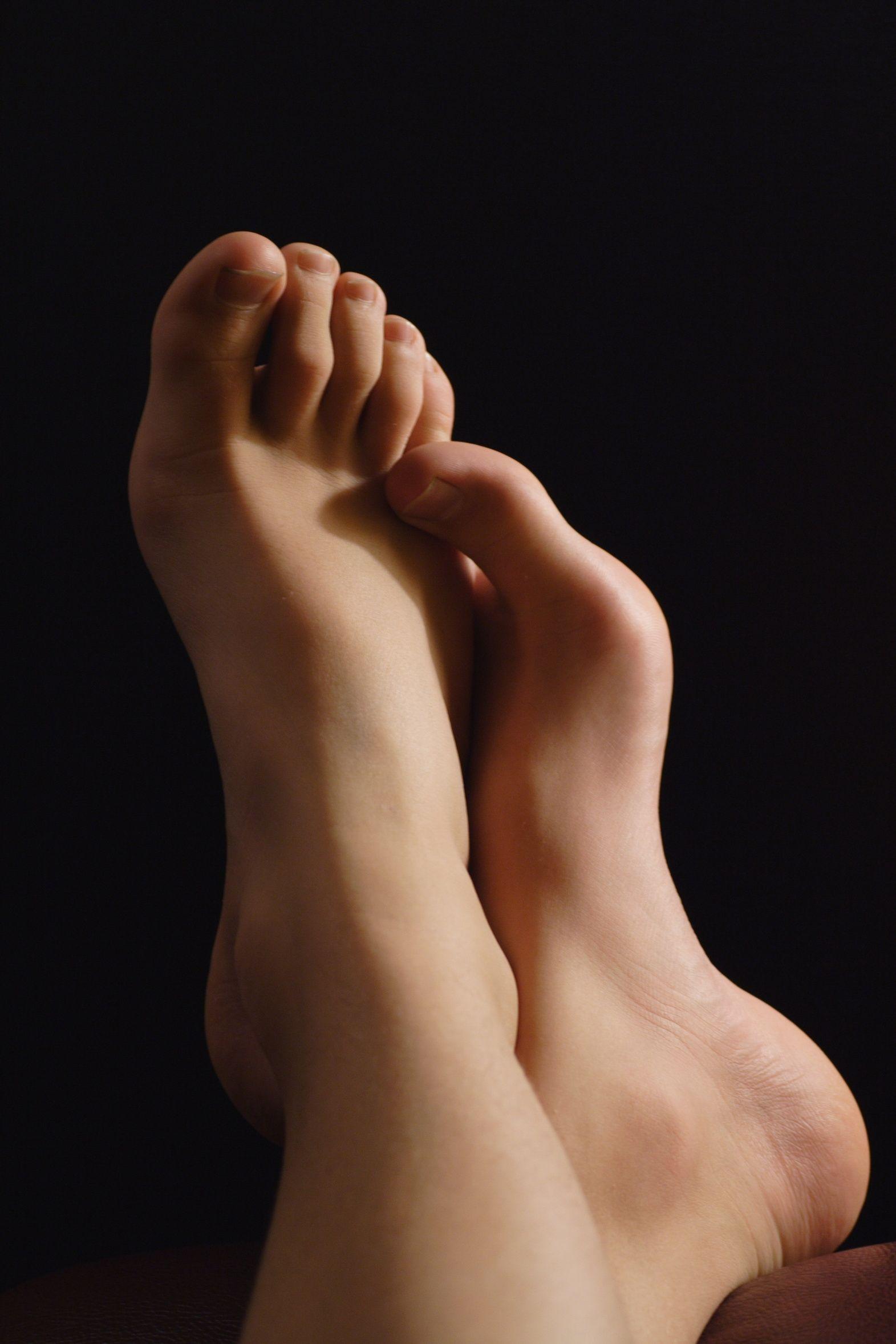 последние произведения ступни ног женские фото намяла обеих