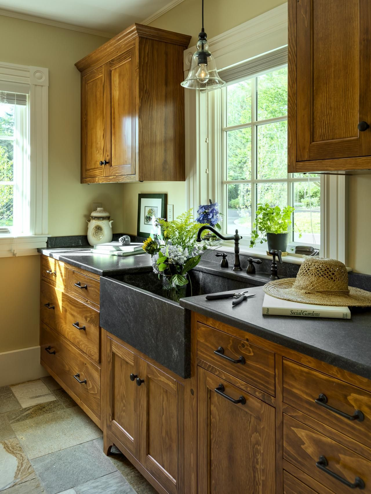 Top 50 pinterest gallery 2014 hgtv sinks and kitchens for Dark wood cabinets small kitchen