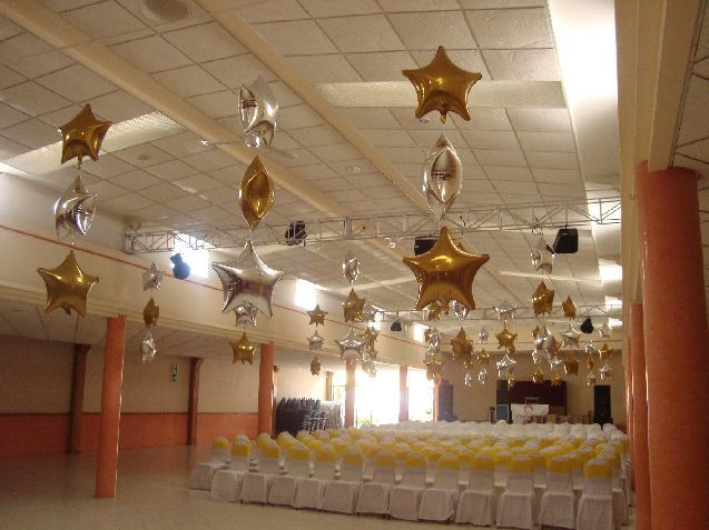 Lluvia de estrellas doradas la casa del globo arreglo - Decoracion con estrellas ...
