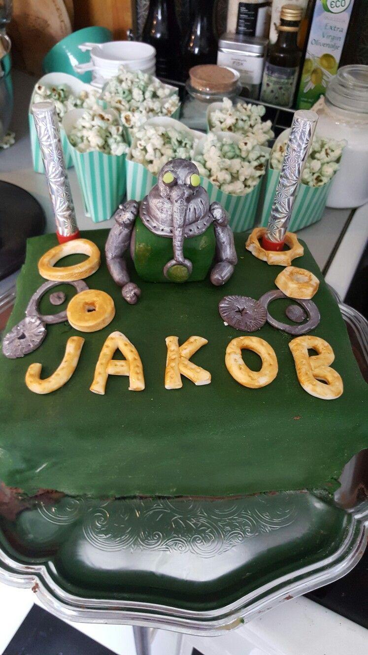 Cake ideas on pinterest pirate cakes marshmallow fondant and - Robot Kake Taurus Og Gr Nt Popcorn Robot Cake Made Of Marshmallow Fondant