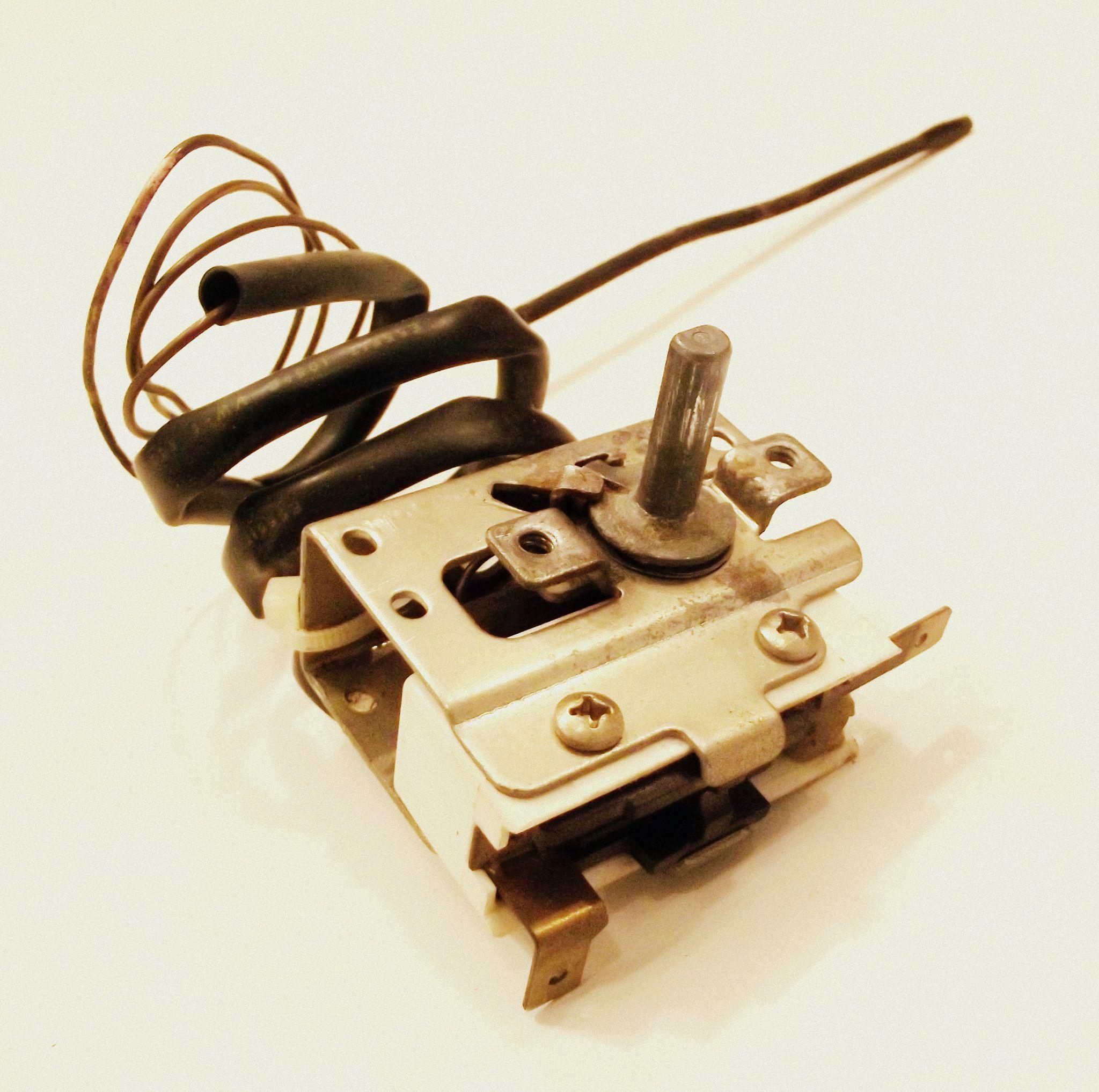 7404P087-60 7404P084-60 Magic Chef Range Oven Temperature Thermostat Control Switch