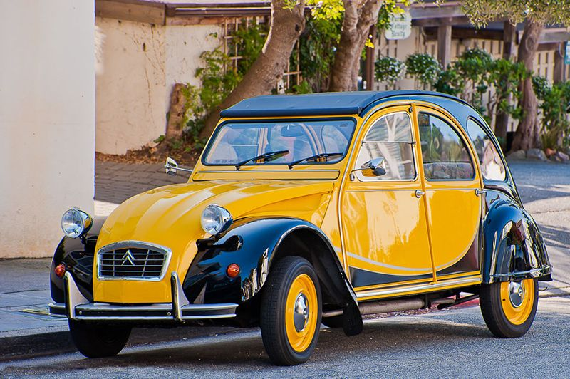 citroen 2cv yellow and black