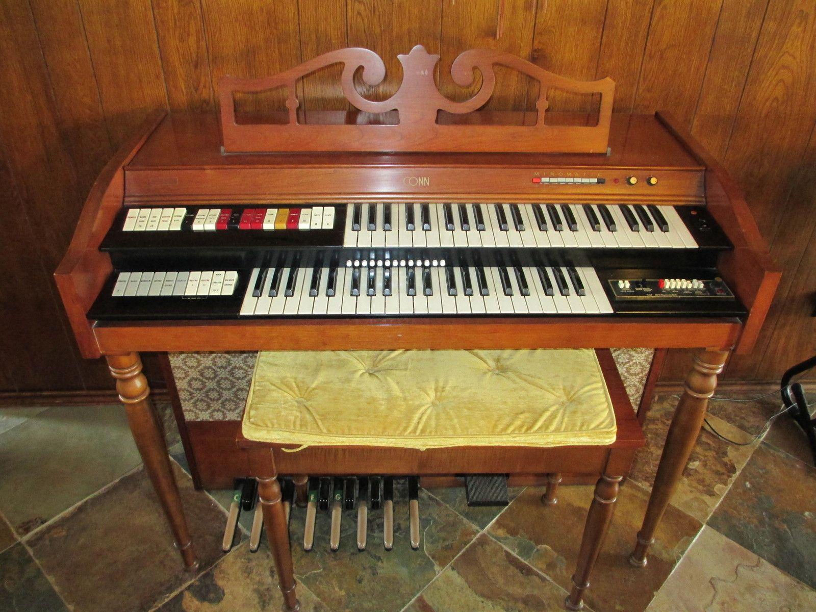 Conn Model 321 Prelude spinet organ.