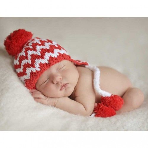 Red and white hat has earflaps with pom pom trimmed ties. Perfect for babies, boys and girls. Match them with our Cheer legwarmers!