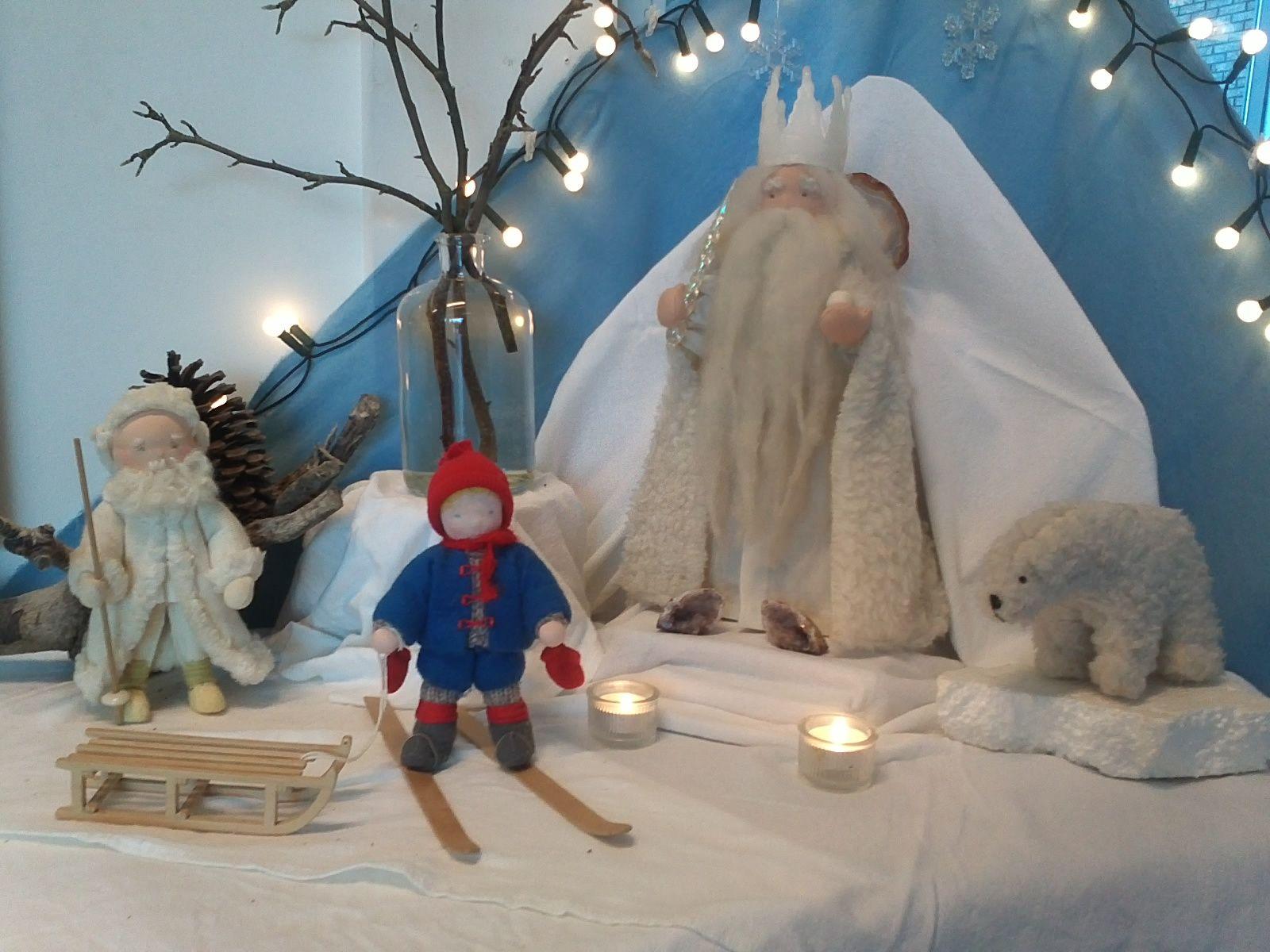 Winter nature table - Seizoenstafel Winter Met Koning Winter Olle En Oom Rijp Nature Tablewinter