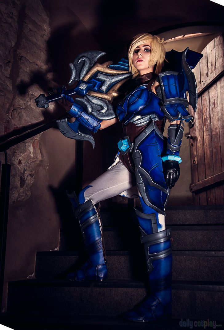 Championship Riven from League of Legends | Cosplay league ...