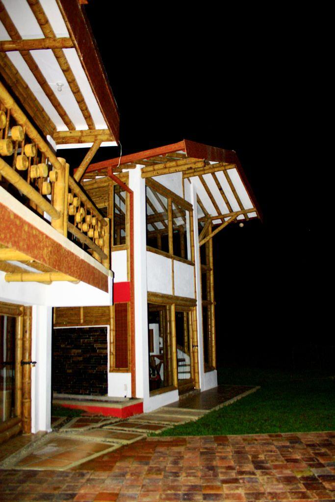 Diseño y construcción de casa Montoya en guadua o bambú por Zuarq