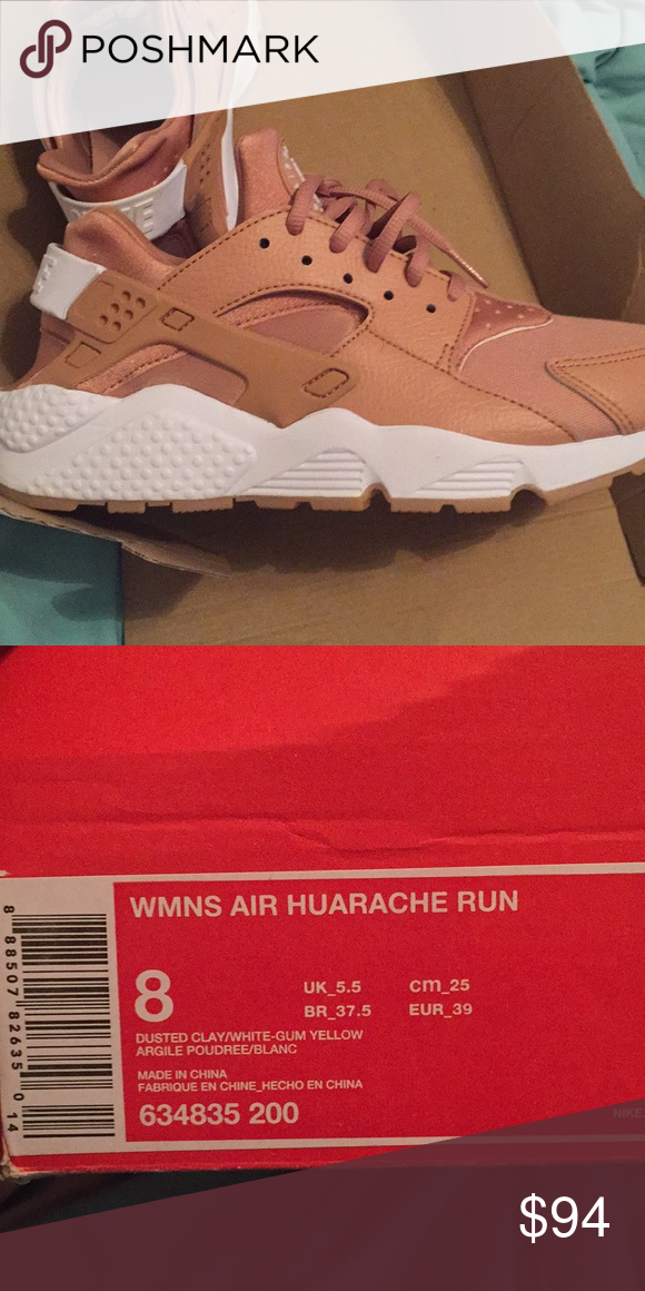 BRAND NEW NIKE HUARACHES BRAND NEW SIZE 8 NIKE HUARACHES CANT FIT AND  PASSED 30 DAY