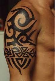 Resultado de imagen de tatuajes tribales en brazo y hombro