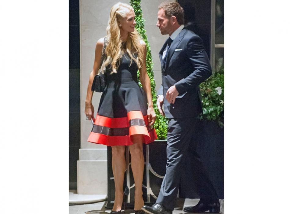 Paris Hilton y su novio Thomas Gross ¿Qué les parece el vestido? #Adorable #BeautifulGirl #NickyHiltonWedding