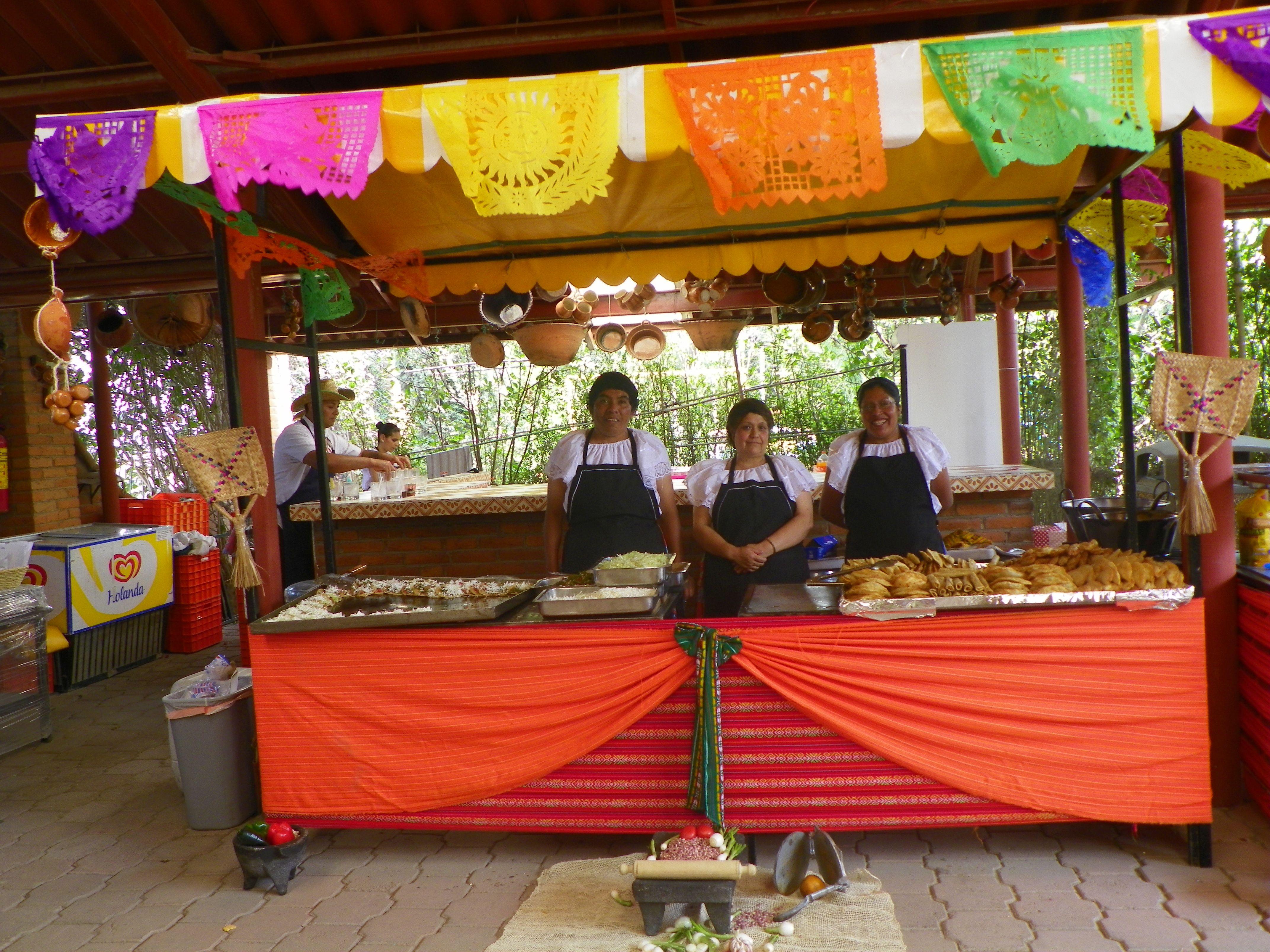 Con nuestros puestecitos tradicionales de fiesta mexicana kermes for Decoracion kermes mexicana