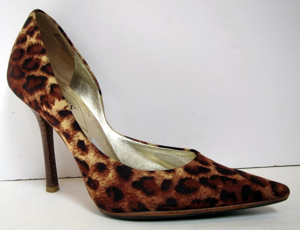 GUESS by Marciano Carrie Pump size 6 M