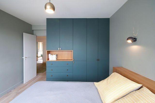 appartement duplex paris r nov par un architecte id e deco bedroom bedroom wardrobe et. Black Bedroom Furniture Sets. Home Design Ideas