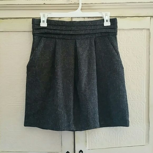 Cute skirt Grey skirt with a tweed style print. Pockets and cute fold pleat around waist lovely days Skirts