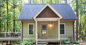 Esta bonita casa diminuta para alquilar, se encuentra en un bosque de 2,2 hectáreas en North Carolina (Carolina del Norte) y es perfecta para aquellos que estén buscando un apacible y tranquilo retiro.