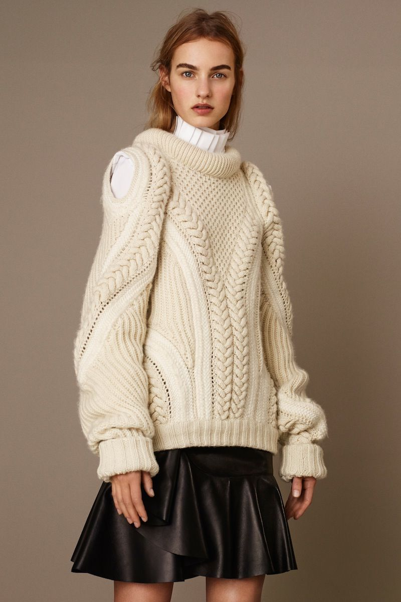 I love this knitted sweater from Alexander McQueen 2015 collection #vogue #stylechat