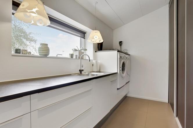 Toque de color en una cocina blanca