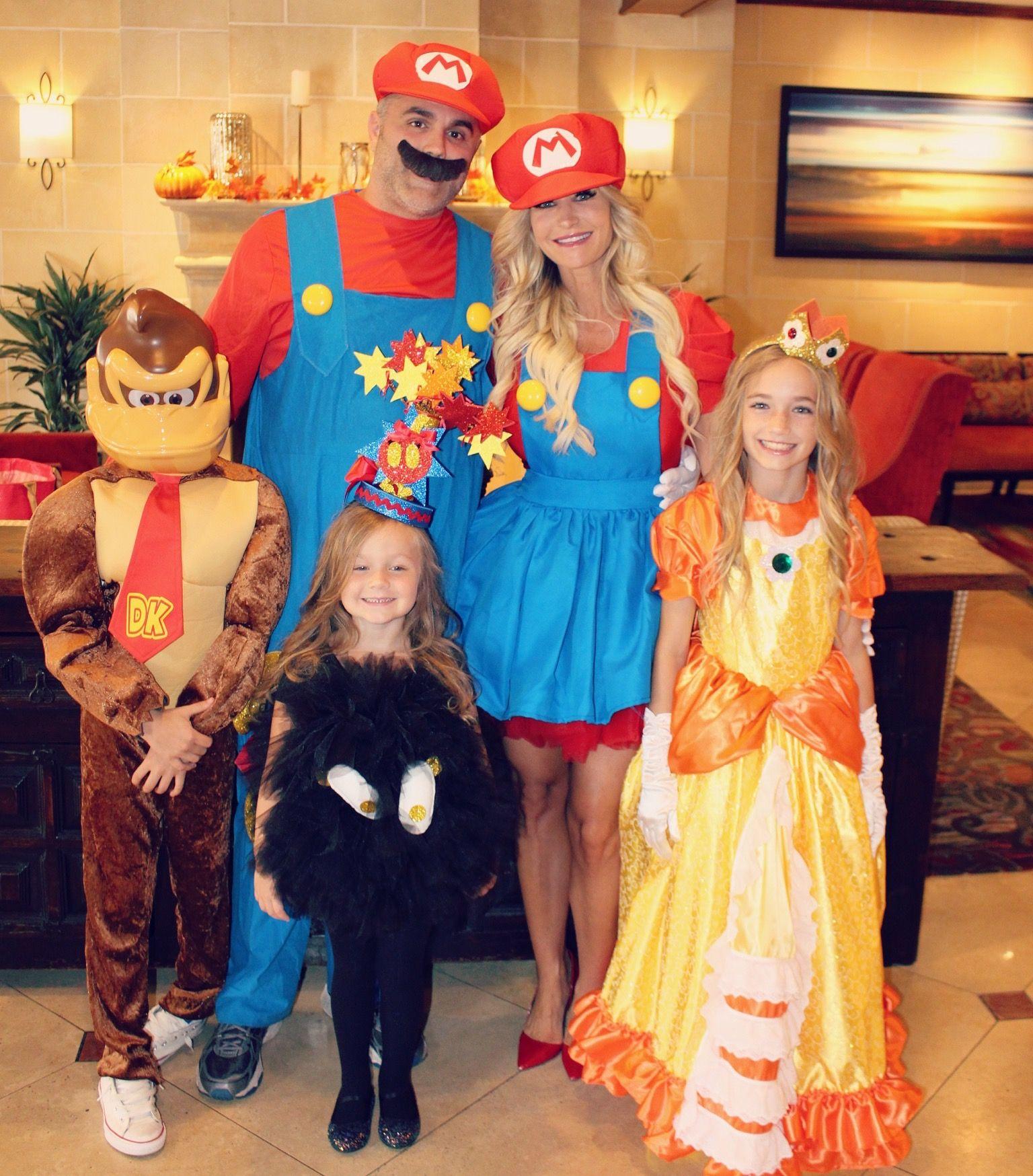mario brothers family halloween. mario donkey kong princess daisy