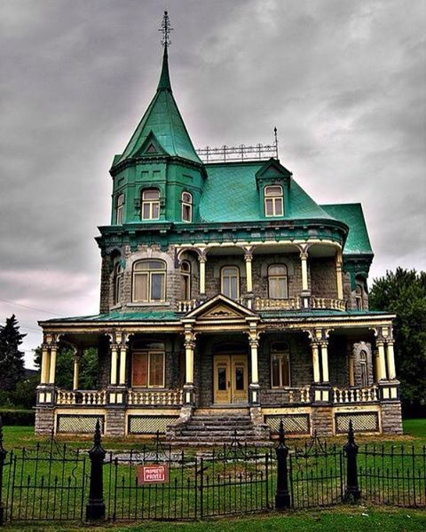 Abandoned Victorian House. Quebec, Canada