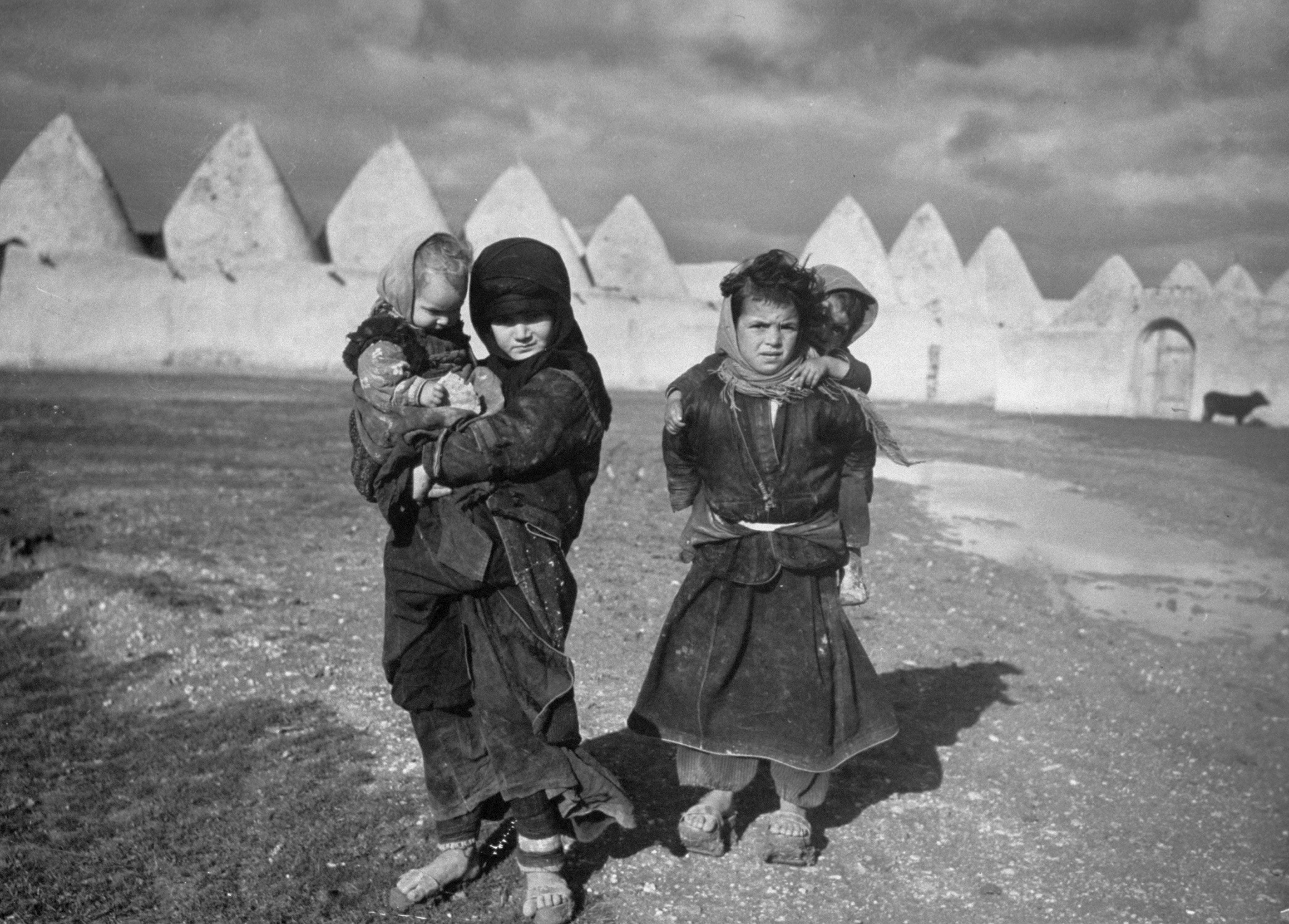 Syrian Children Outside The Walled Town Of Tell Bisse Syria 1940 Margaret Bourke White Black And White Photographs Syrian Children