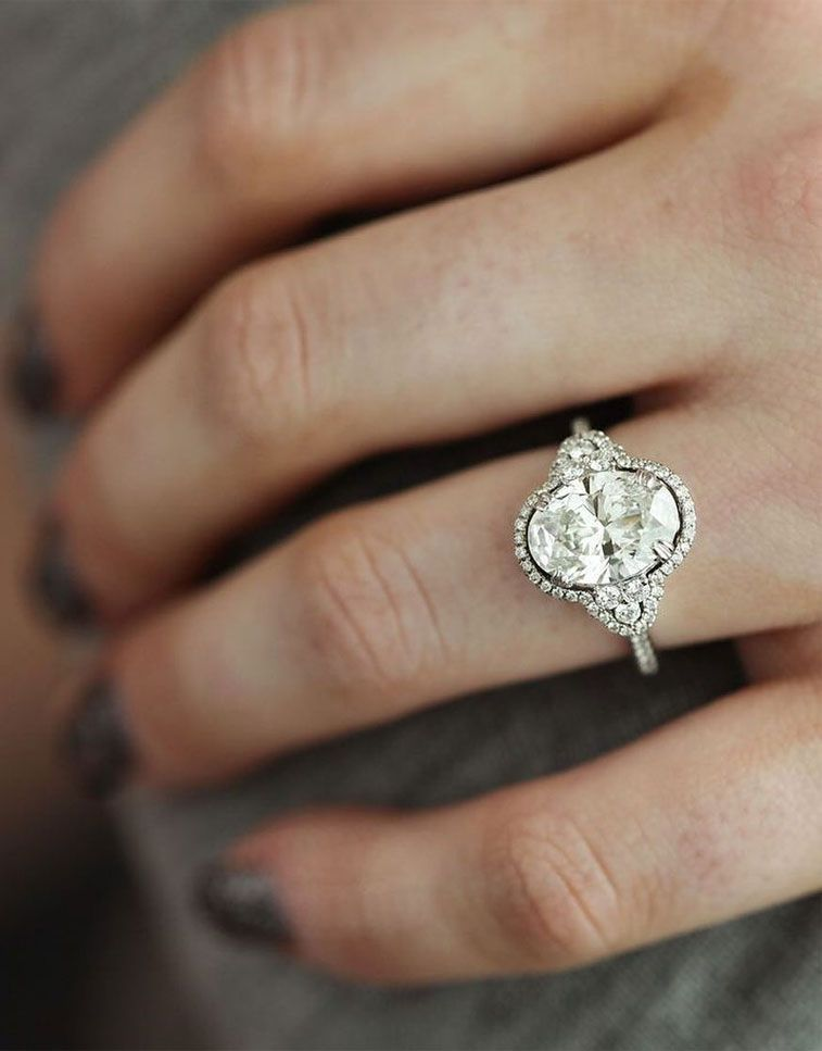 75 Unique engagement rings with Glamorous Charm - Gorgeous engagement ring #engagementring #engaged #diamondring #diamondengagementring #wedding #engagementrings #engagementringselfie #uniqueengagementring