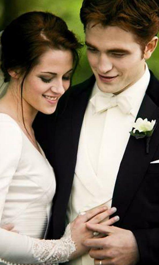 Twilight: Breaking Dawn – Part 1 - Bella Swan & Edward Cullen (Kristen Stewart and Robert Pattinson)