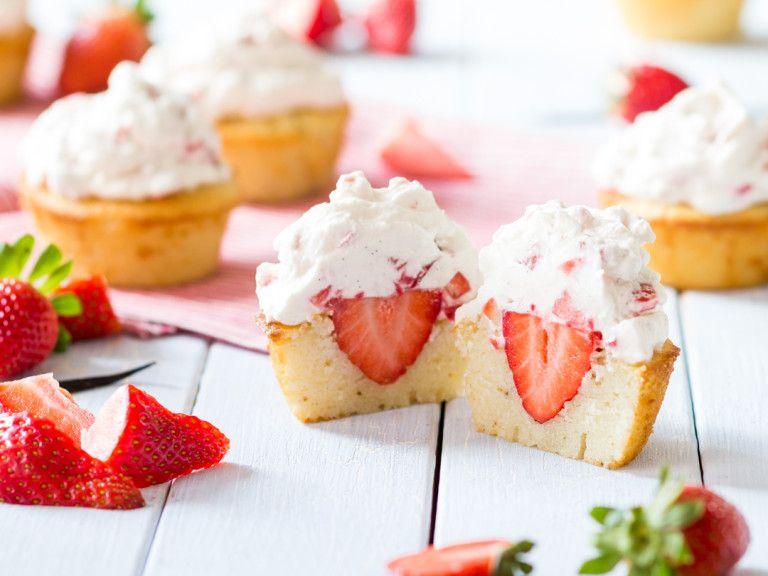 Sommerzeit, Erdbeerzeit Leichte Erdbeer-Cupcakes Backen - leichte und schnelle küche