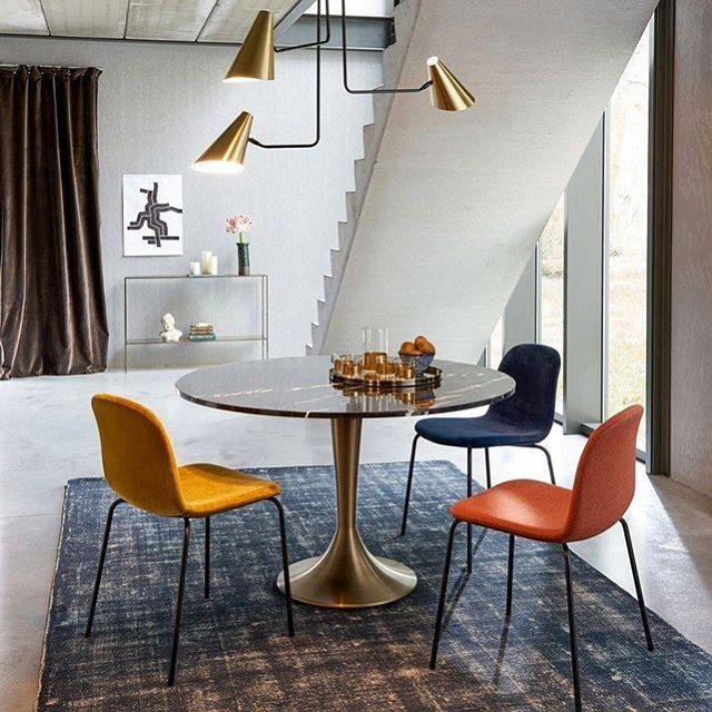 Decouvrez L Elegante Marbrure Du Plateau De Table Aradan Homedecor Marbre Ampm In Minimalist Furniture Design Furniture Design Modern Minimalist Furniture