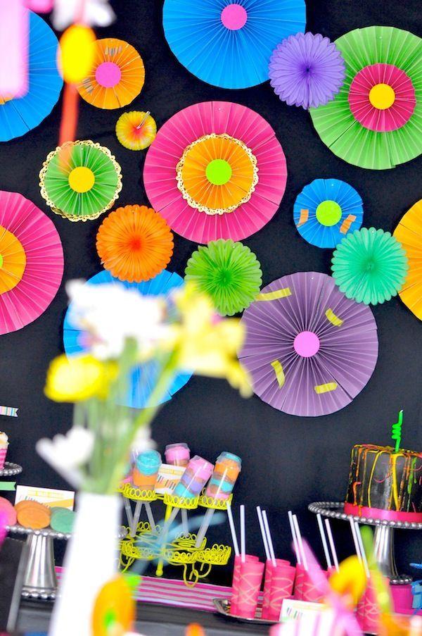 Ideas para decorar mesas de postres en fiestas infantiles for Decoracion infantil barata