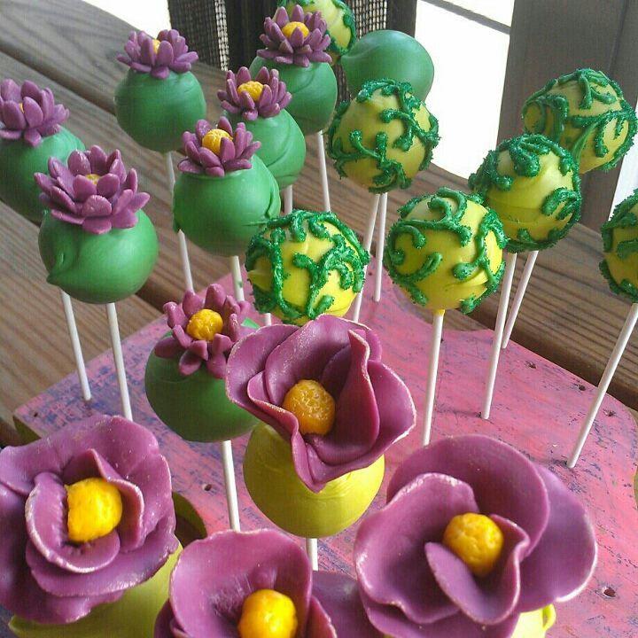 Tinkerbell cakepops www.facebook.com/popitypop